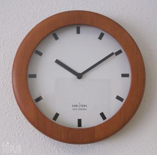 karlsson-clock-wood