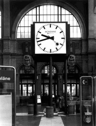 Mondaine op station