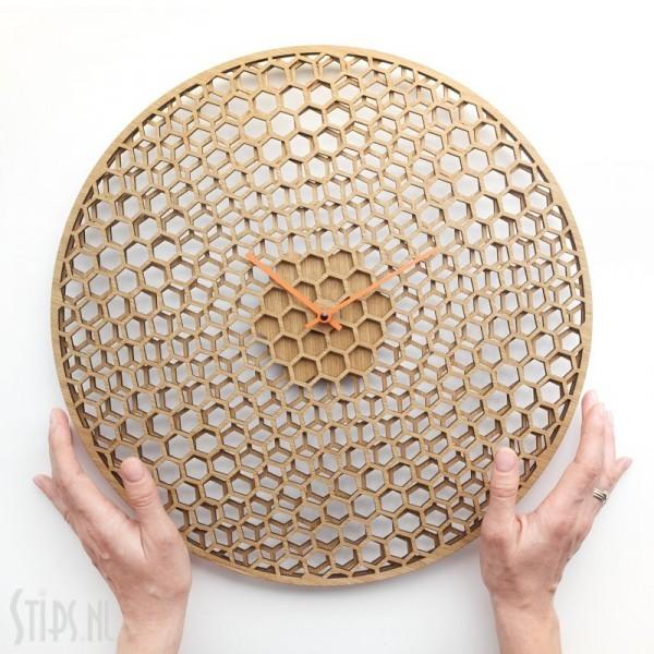 spinning honeycombs wandklok hout etno design